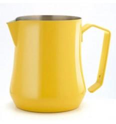 Питчер желтого цвета